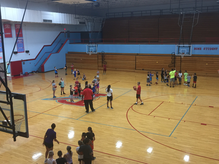 Jamie Skelton basketball clinic at RHS